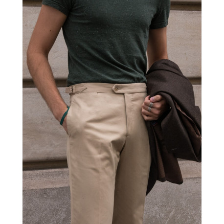 Classic cut chino with side adjusters